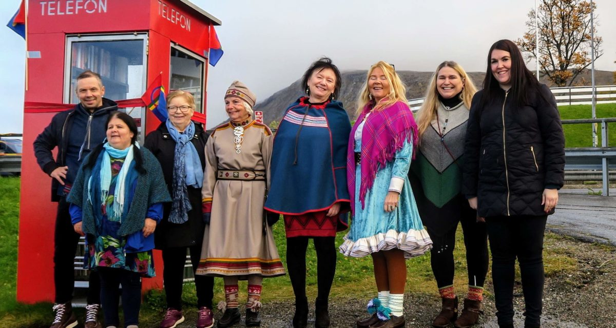 Flott åpning av verdens første samiske lesekiosk